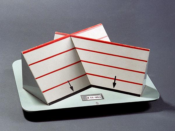 modell des schnittes zweier ebenen stoll 101 34 universit tssammlungen in deutschland. Black Bedroom Furniture Sets. Home Design Ideas